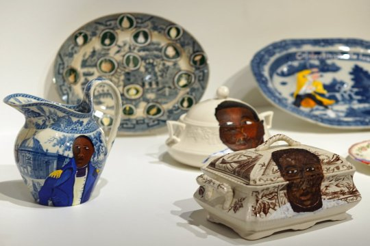 Lubaina Himid, Swallow Hard: The Lancaster Dinner Service, 2007. Paint on porcelain. Dimensions variable. Turner Prize Exhibition 2017, Ferens Art Gallery, Hull. Foto: jvf