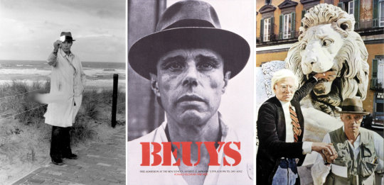 Joseph Beuys, Scheveningen, 1976. Foto, Rechte: Caroline Tisdall / Joseph-Beuys-Poster US-Vortragstournee, 1974. Rechte: Ronald Feldman Fine Arts, Quelle: <a href='https://commons.wikimedia.org/wiki/File:Beuys-Feldman-Gallery.jpg'>Wikimedia Commons</a>, Lizenz: <a href='https://creativecommons.org/licenses/by-sa/3.0/deed.en'>CC BY-SA 3.0</a> / Andy Warhol und Joseph Beuys in Neapel, 1980. Rechte: Mimmo Jodice and the CODA Museum, Quelle: <a href='https://commons.wikimedia.org/wiki/File:Warhol_and_Beuys_by_Jodice.tif'>Wikimedia Commons</a>, Lizenz: <a href='https://creativecommons.org/licenses/by/3.0/deed.en'>CC BY 3.0</a>